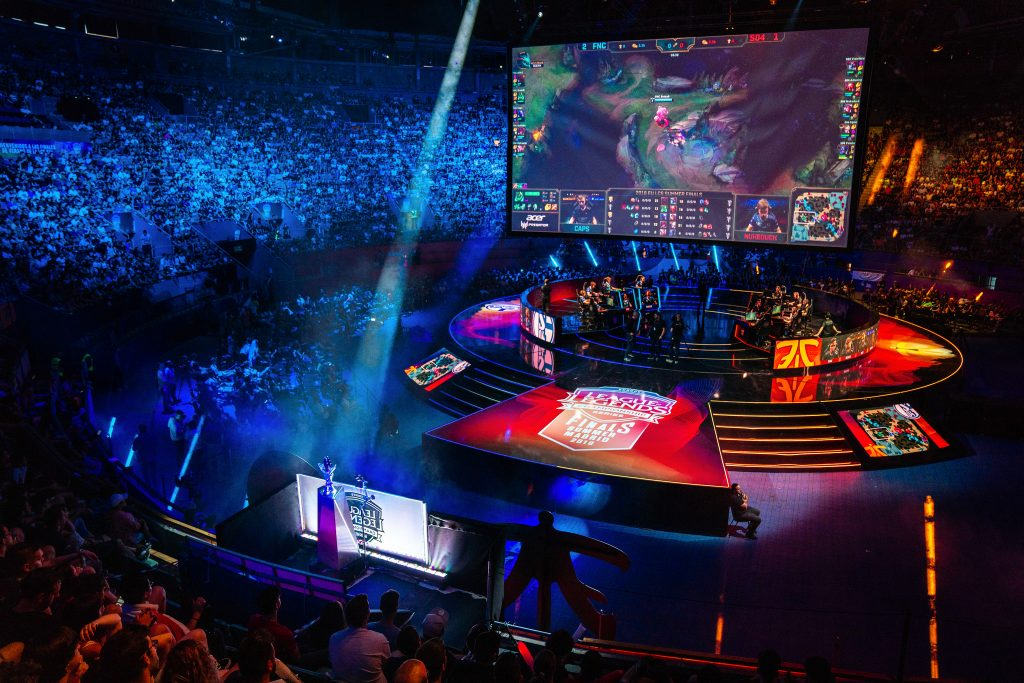Fnatic and Schalke 04 do battle in the EU LCS Spring playoffs.