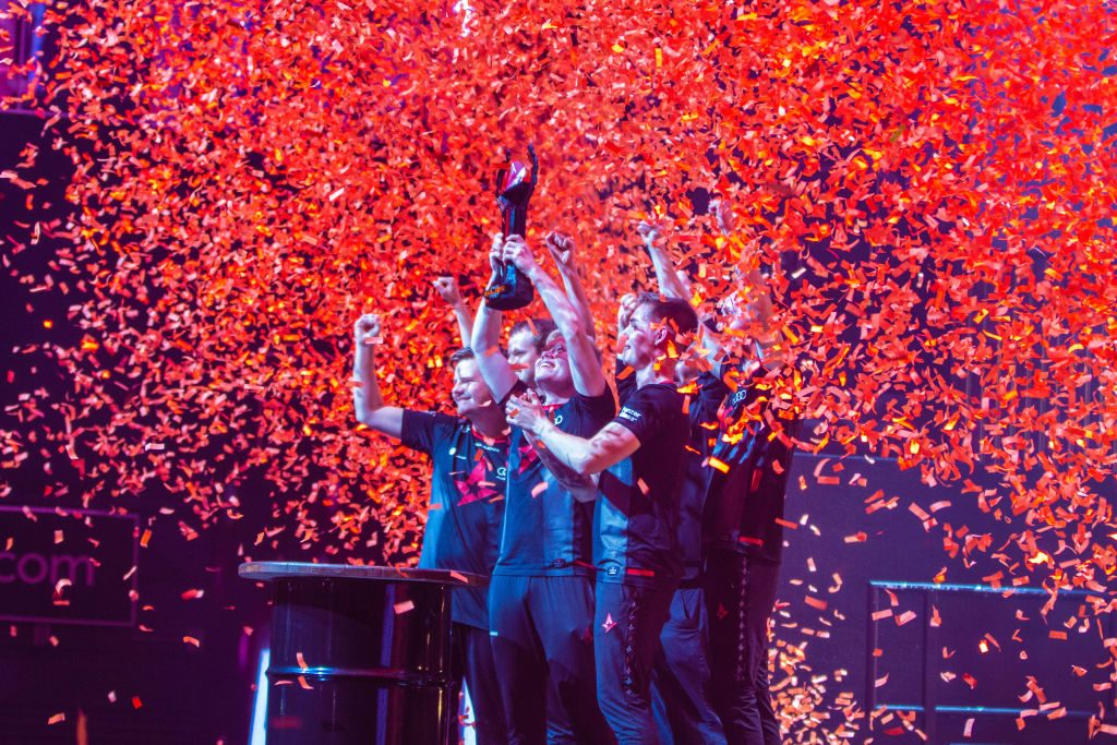 Team Astralis hoisting trophy among confetti after their win over Navi at the FaceIT Major. (Photo by Kieran Gibbs / ESPAT Media / Getty Images)