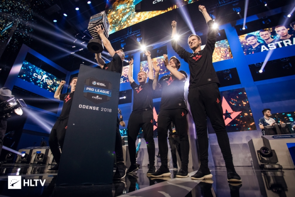 Astralis lifting trophy and ESL Pro League Odense 2018