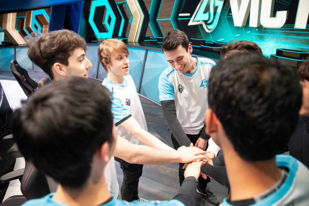 CLG celebrate their victory in the LCS