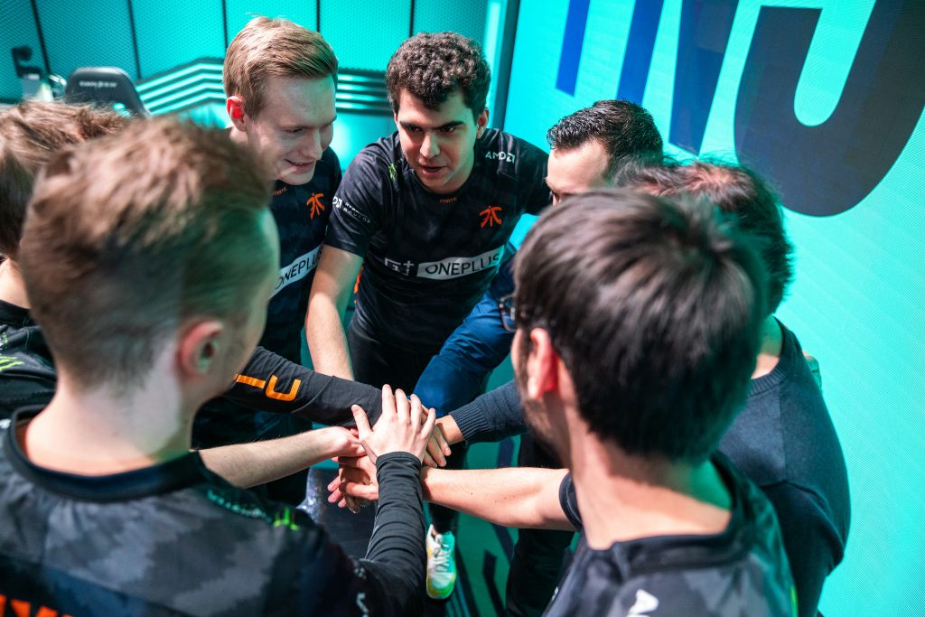 Fnatic celebrate a victory after their LEC Week 6 victory.