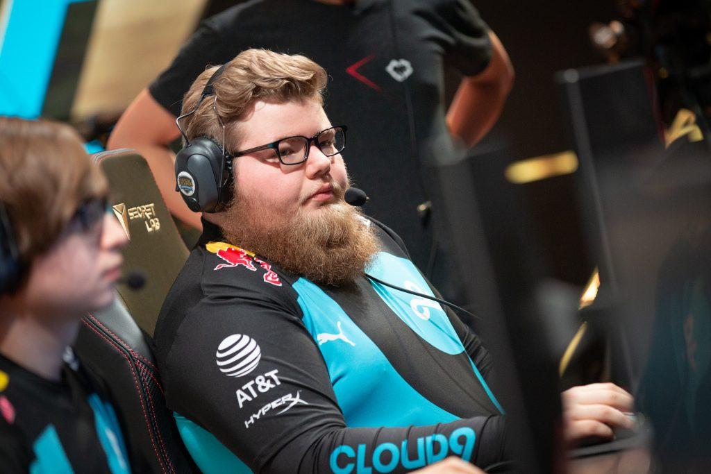 Cloud9 found themselves losing to Team Liquid in the LCS