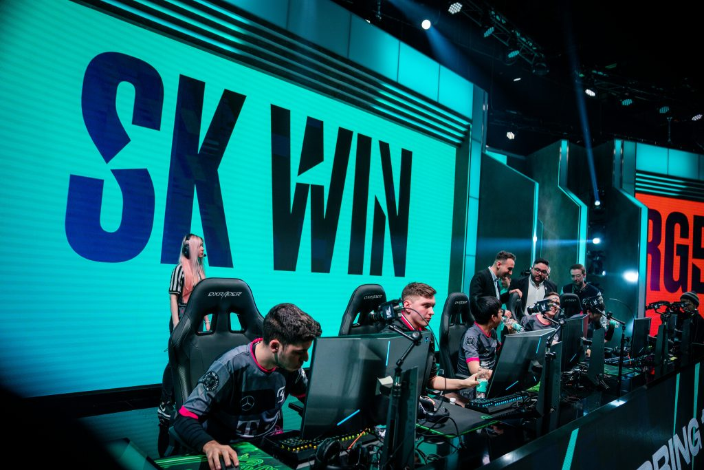 SK Gaming defeat Rogue at the LEC studio