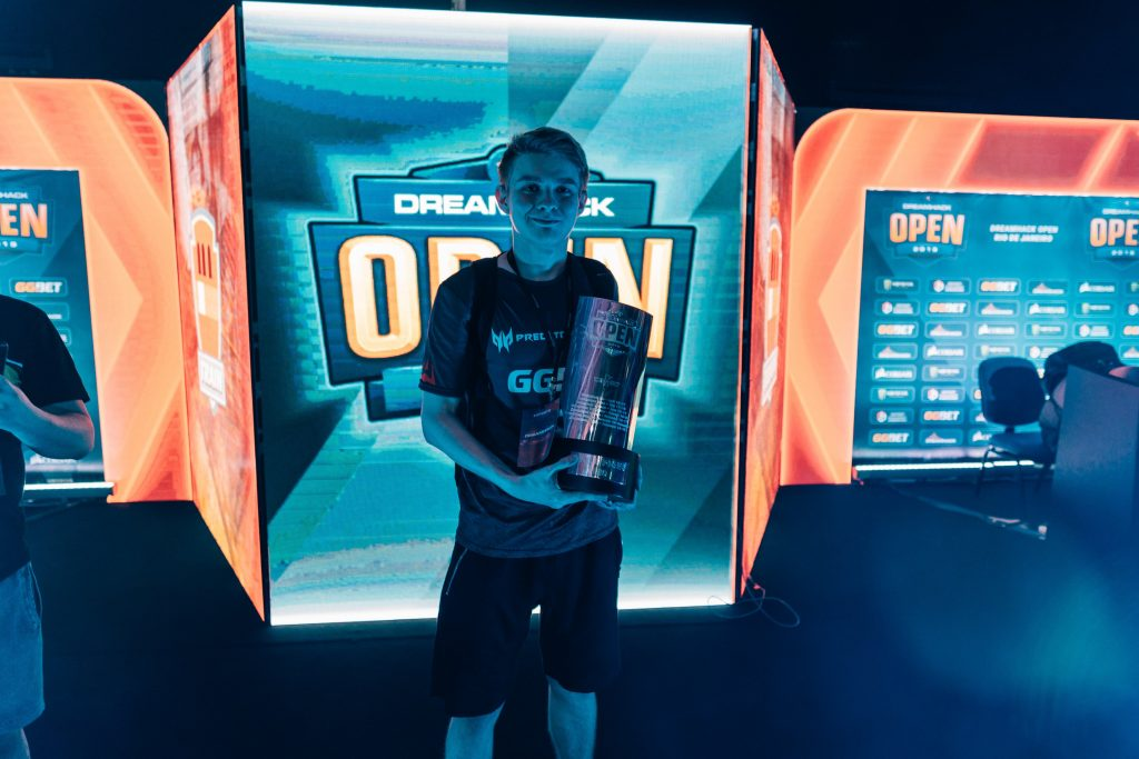 AVAGAR took the trophy home from DreamHack Open Rio de Janeiro. (Image courtesy of AVANGAR)