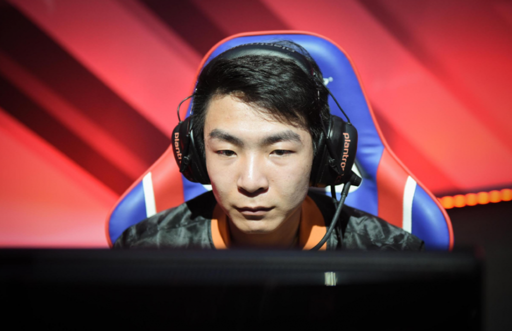 "Xie ""Langx"" Zehn-Ying, formerly known as XiaoAL, is set to replace retiring Yan ""Letme"" Jun-Ze with RNG. Image via LPL."