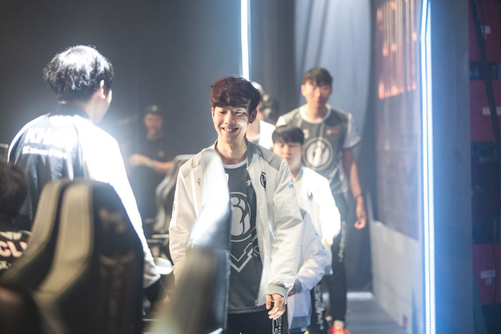 "Seung-lok ""TheShy"" Kang and defending world champions Invictus Gaming sealed a 4-0 start to the Mid-Season Invitational with a record-breaking win over Korean representatives SK Telecom T1. (Photo by David Lee/Riot Games)"