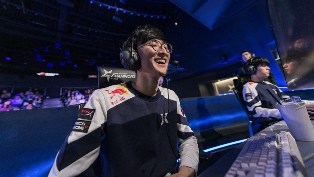 Kingzone DragonX have begun their Summer campaign undefeated and are the only roster to record back-to-back 2-0 victories in the opening week of the LCK. Image via Riot Korea.