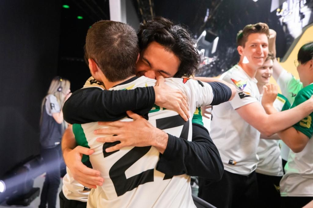 The LA Valiant celebrate after ending Vancouver Titans' win streak in this week's OWL action. (Photo via Blizzard)