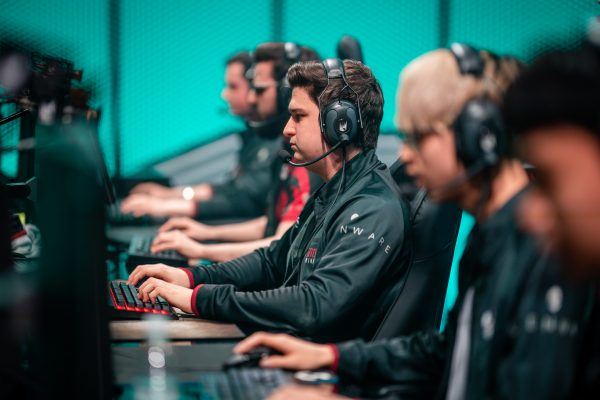 Misfits have looked lost in the LEC, despite boasting a roster dripping with international talent. (Image via Riot Games)