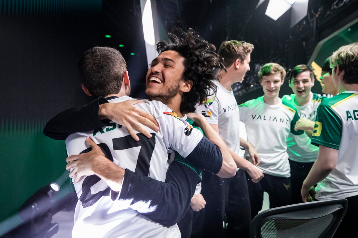 The Valiant celebrate after their shocking victory over the Vancouver Titans (Photo courtesy of Blizzard Entertainment)
