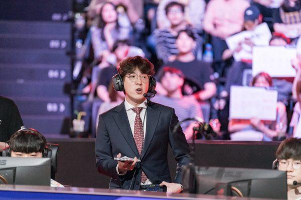 SKT coach Kim ?kkOma? Jeong-gyun has returned to stage drafting to right the rocking ship. Image via Riot Korea.