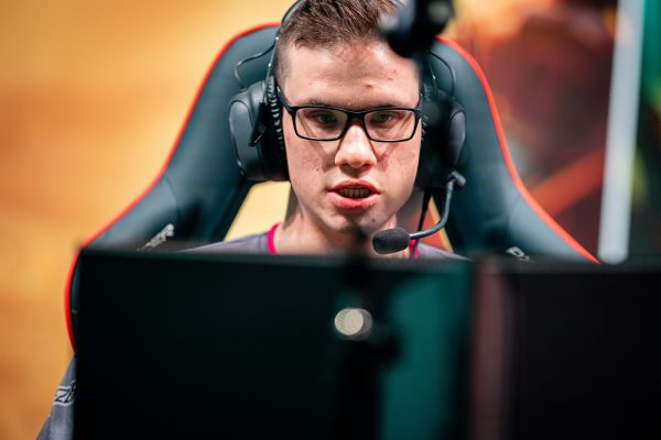 It?s all going wrong for SK Gaming as they slide to ninth place. Image via Riot Games.