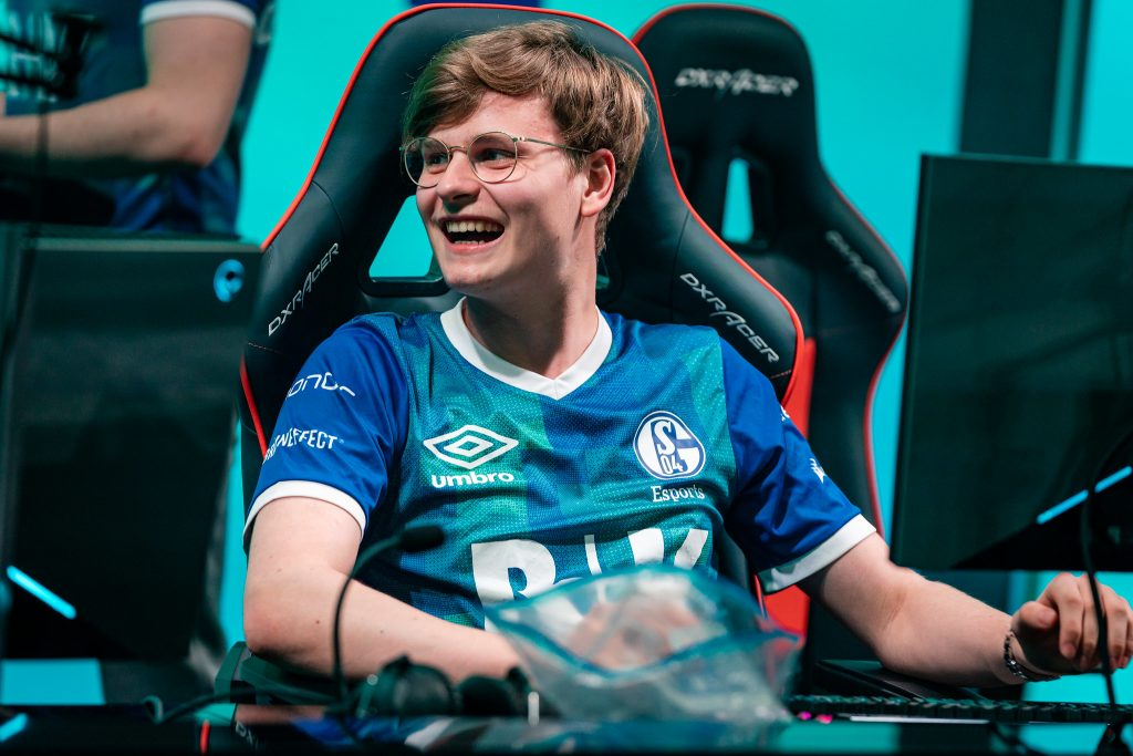 Schalke moves into fourth place with their first 2-0 weekend of LEC Summer 2019. Image via Riot Games.