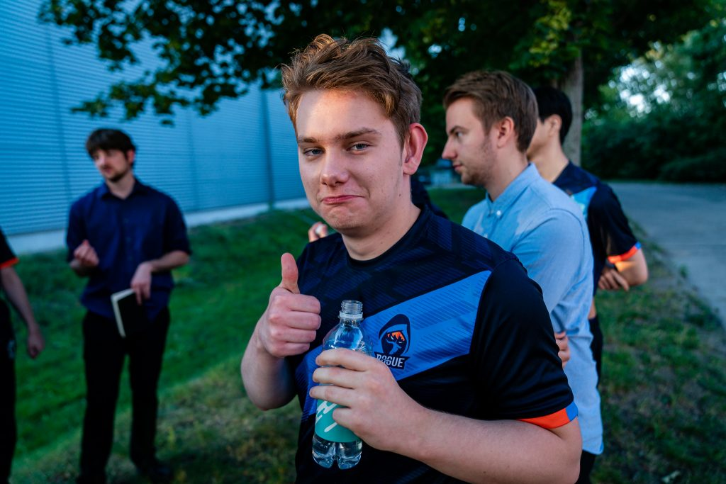 Rogue and FC Schalke 04 advance to the semifinals of the LEC Summer Playoffs. (Image via Riot Games)