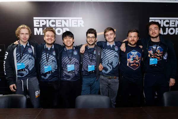OG are all smiles at the EPICENTER signing session. (Image via EPICENTER)