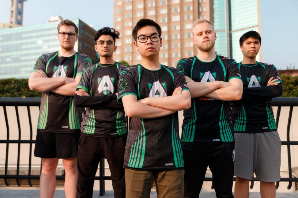In the first two eliminations of TI9's playoffs, Alliance and Fnatic are heading home. (Image via Alliance)