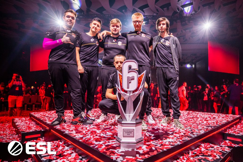 Team Empire take home the trophy from the Six Major Raleigh. (Image via ESL)