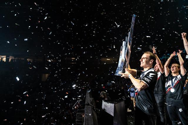 G2 Perkz hoists the LEC trophy