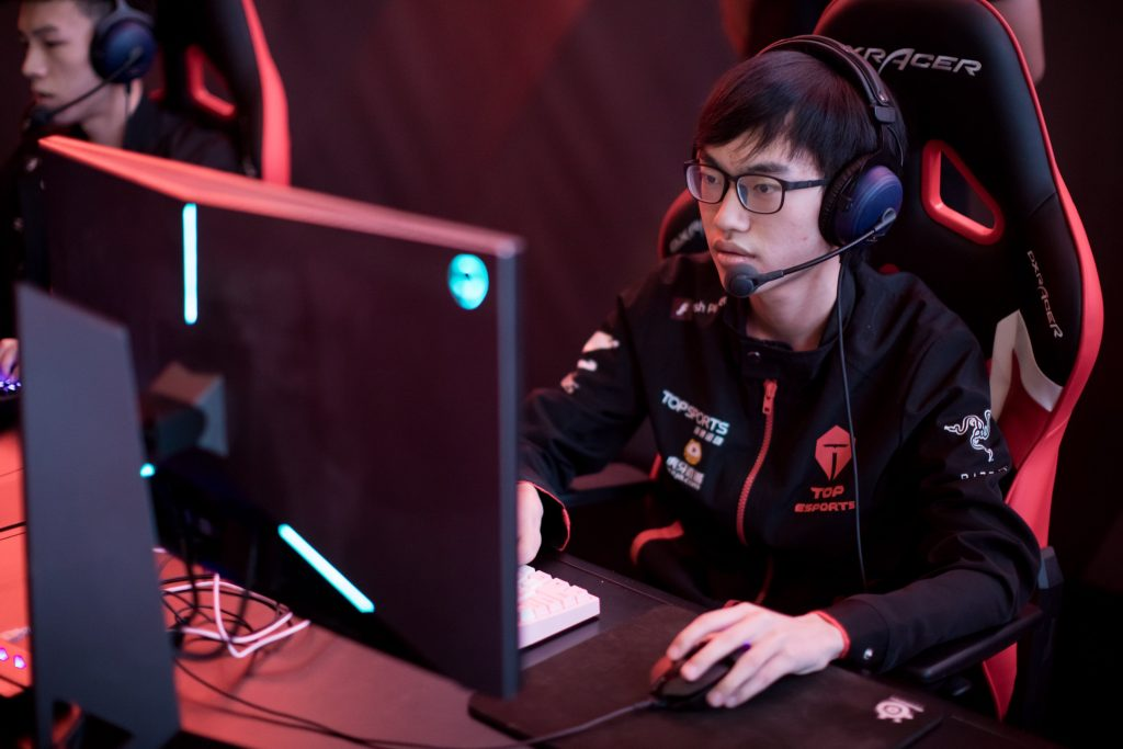 Top Esports compete for LPL spot at Worlds
