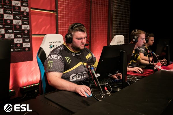 Kendrew of Na'Vi gets prepared to compete.