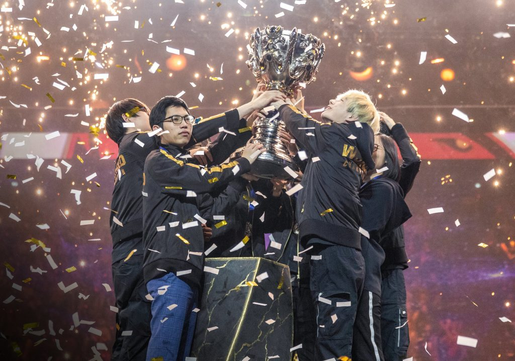 FPX looked overwhelmed to start Worlds 2019 but won 12-straight to claim victory in the Finals (Photo via lolesports/twitter)