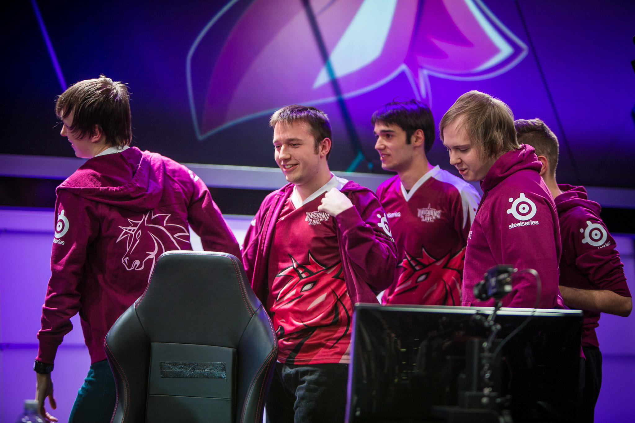 Vizicsacsi would earn his reputation as a mold-breaker in the top lane during his time with Unicorns of Love (Photo via Riot Games)