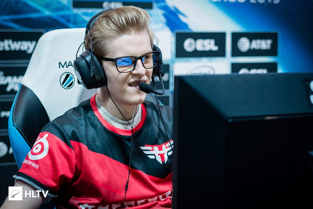 NaToSaphiX will play mousesports as woxic could not attain a visa for the United States (Photo via HLTV)