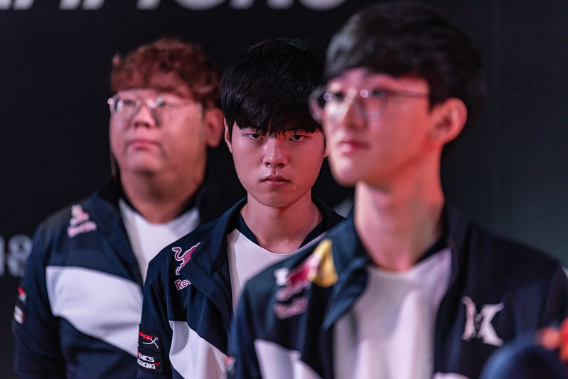 DragonX was a big winner before the offseason really got underway, resigning Deft (Photo via LCK)