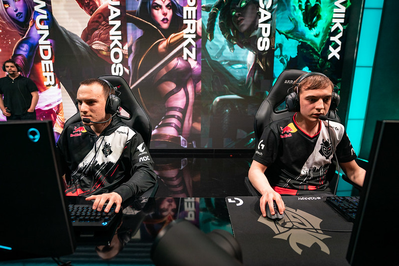 Caps and Perkz playing league of legends together g2