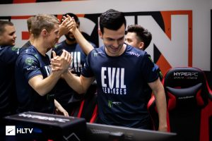 Evil Geniuses and 100 Thieves Go Undefeated in Summit Groups