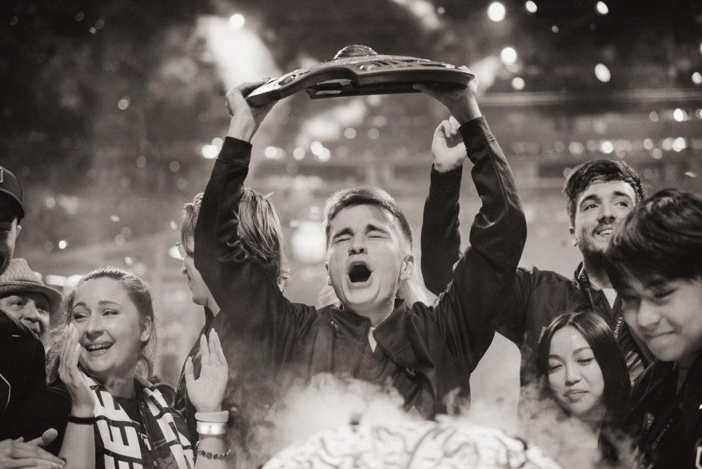 N0tail celebrates winning TI
