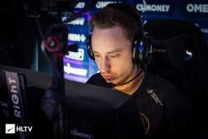 Dignitas Benches GeT_RiGhT and Xizt