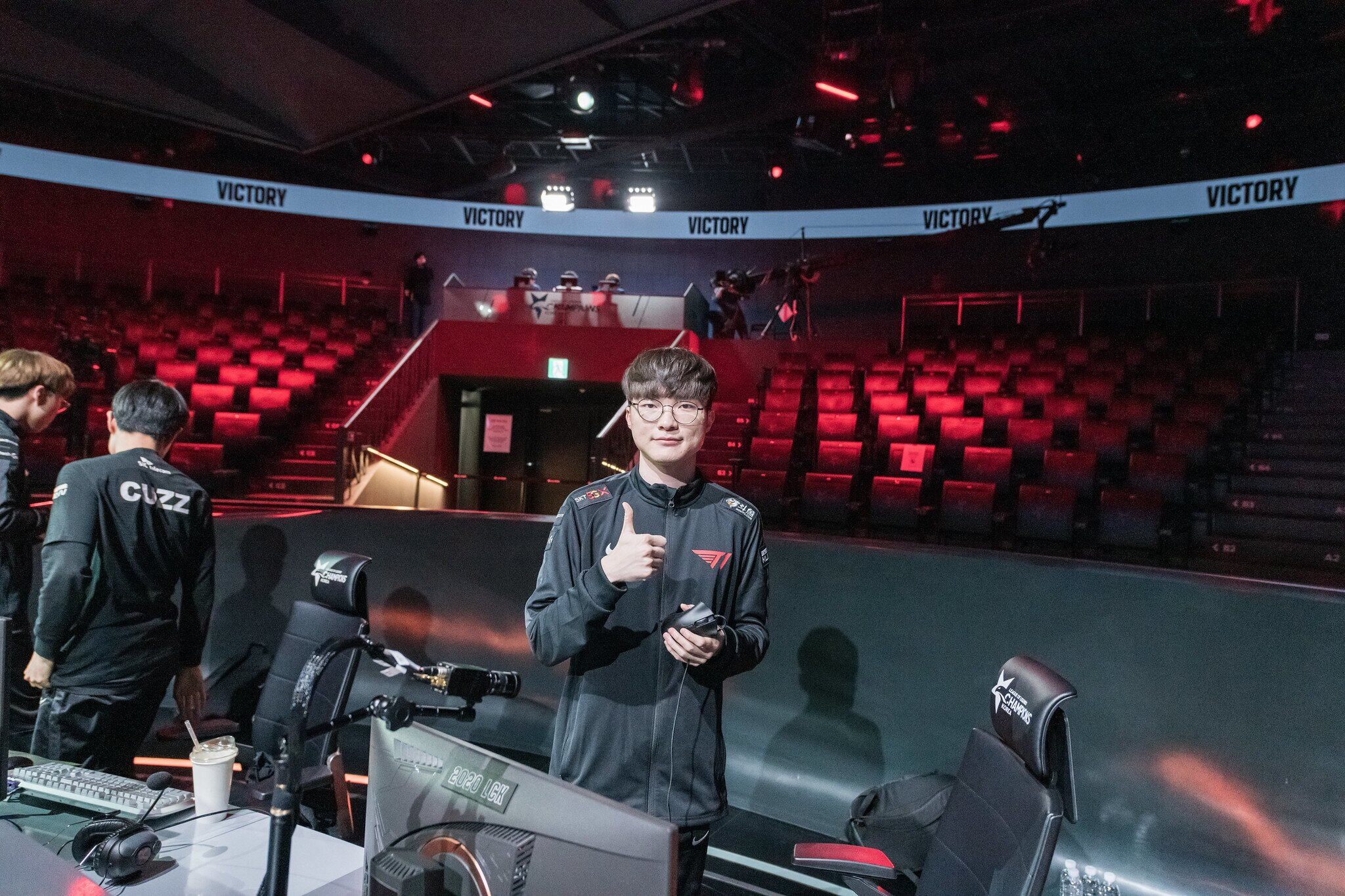 Faker thumbs up