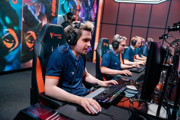 odoamne and rogue cometing at the LEC Spring Split finals
