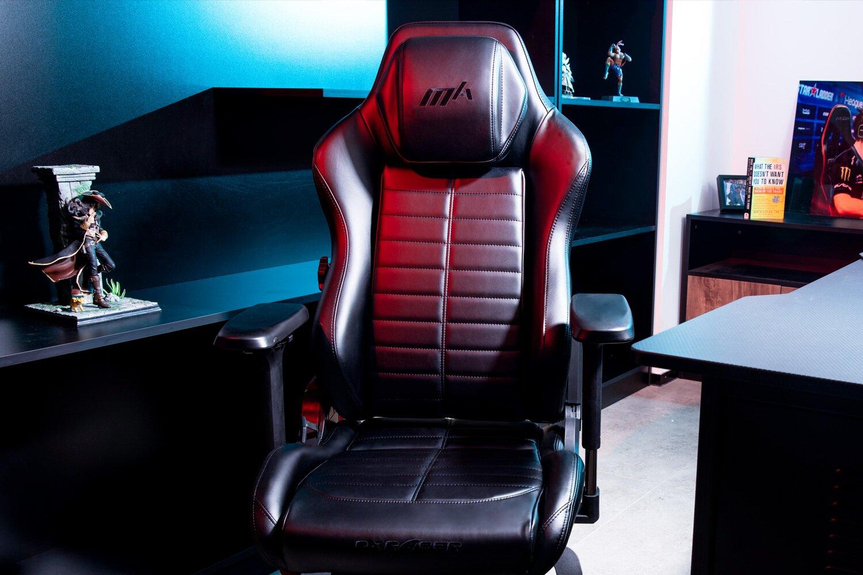 DXRacer Master Series in room